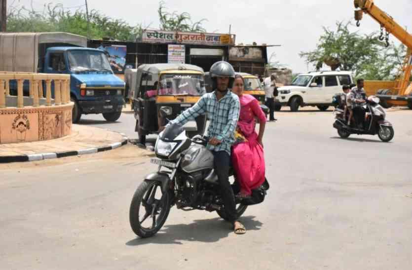 Video Jaisalmer- पत्रिका अभियान का असर- आदत में शुमार होने लगा हेलमेट