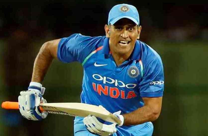 महेंद्र सिंह धोनी आज खेलेंगे 300वां एकदिवसीय, लेकिन मैच से पूर्व इस ऑस्ट्रेलियाई क्रिकेटर ने ट्वीट के जरिये लगाई आग