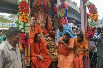 गणपति बप्पा मोरया की आवाजों से गूंज उठा गाजियाबाद, देखें विसर्जन की ऐसी तस्वीरें