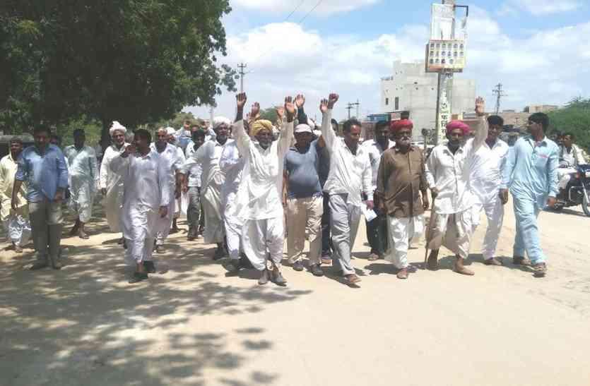 Video Jaisalmer- जैसलमेर के मोहनगढ़ में किसानों की आक्रोश रैली, काणोद में बारिश के लिए किया यज्ञ