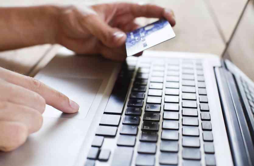 अगर करते है क्रेडिट कार्ड का इस्तेमाल, तो भूल से भी न करें ये गलती