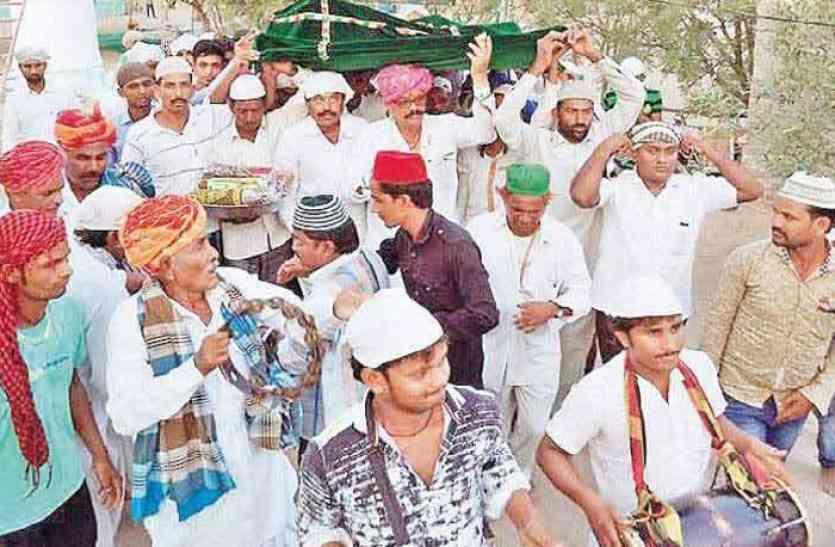 हिंदू-मुस्लिम एकता का अनूठा मिसाल है राजस्थान का ये मजार,तो इसलिए यहां हिंदू के हाथों चढ़ाई जाती है सबसे पहले चादर