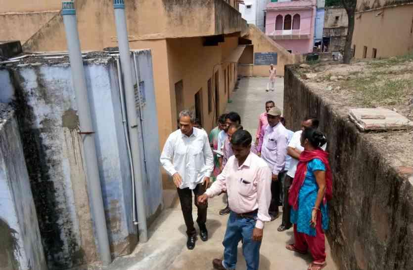 दौसा सांसद हरीश मीणा ने सरकारी स्कूलों का किया निरीक्षण