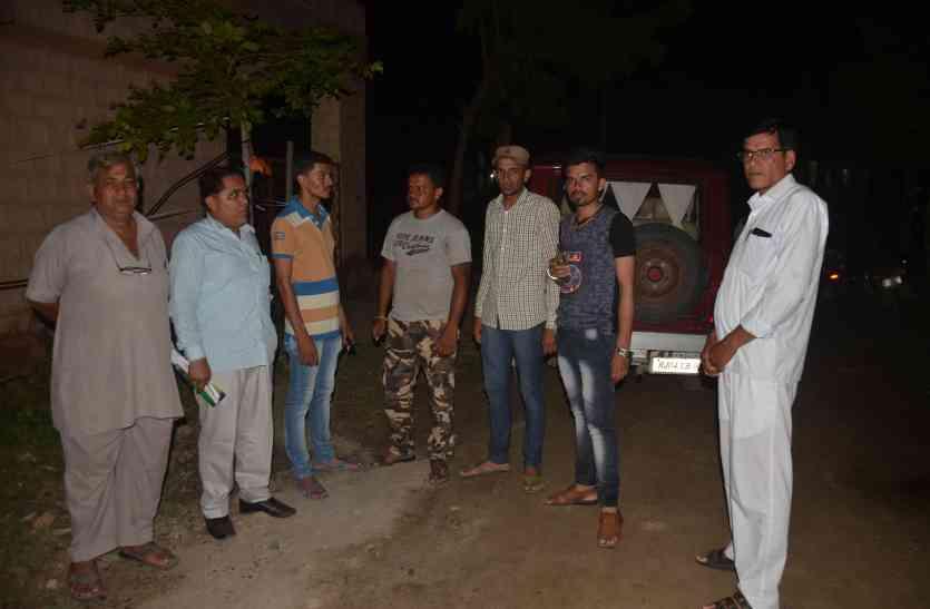 दो बार पहुंचे कनेक्शन करने, मोहल्लेवासियों ने बैरंग लौटाया