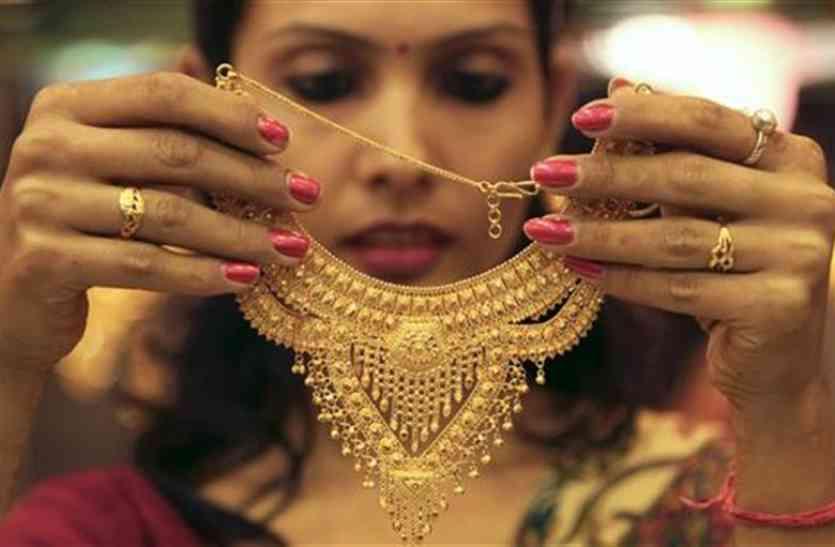 सोने में साल की सबसे बड़ी गिरावट, एक दिन में 820 रुपए गिरे दाम