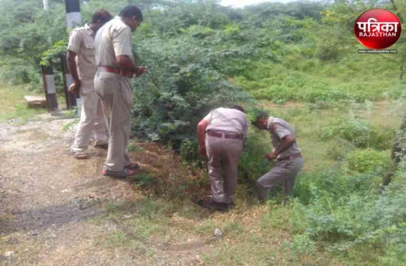 रेलवे ट्रेेेक की सुरक्षा में लगे होमगार्ड का शव बीस फीट गहरे गड्ढे में मिला