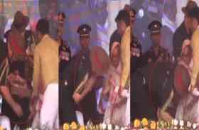 शहादत दिवस पर सेनाध्यक्ष ने छुए परमवीर चक्र विजेता वीर अब्दुल हमीद की पत्नी के पांव
