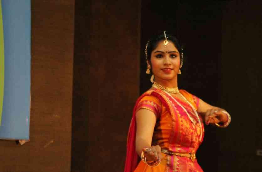 उदयपुर के सुखाडिय़ा रंगमंच पर बिखरी पूरब-पश्चिम की सांस्कृतिक छटा