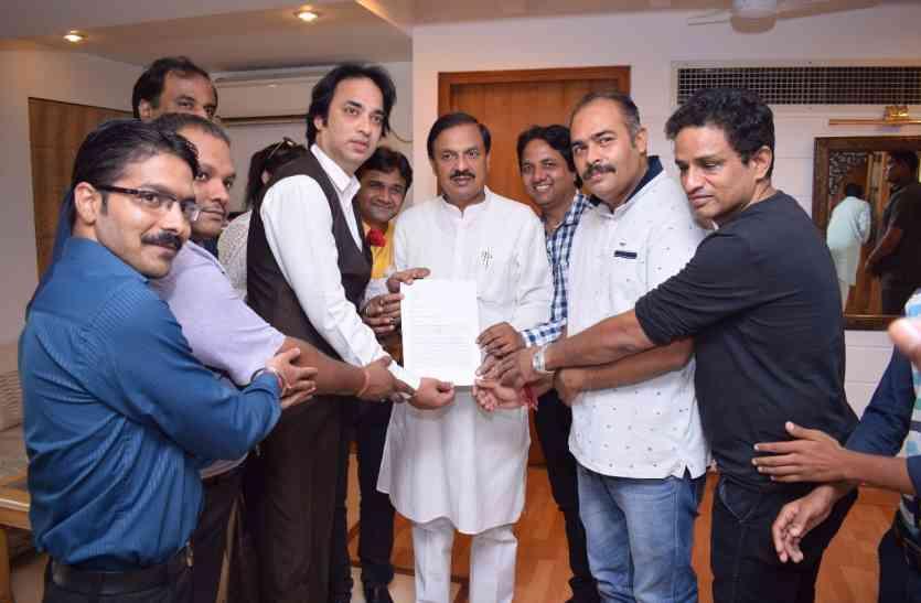 अमिताभ बच्चन को भारत रत्न देने के लिए उनके सबसे बड़े फैन ने पीएम मोदी से की ये अपील