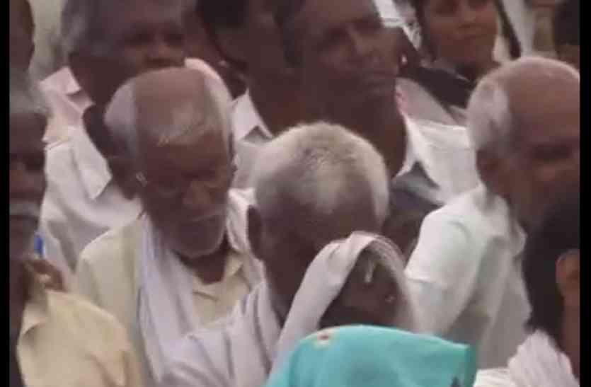 कर्ज माफी के लिए किसान थे परेशान, मंत्री जी एसी और कूलर की हवा खाने में थे मस्त