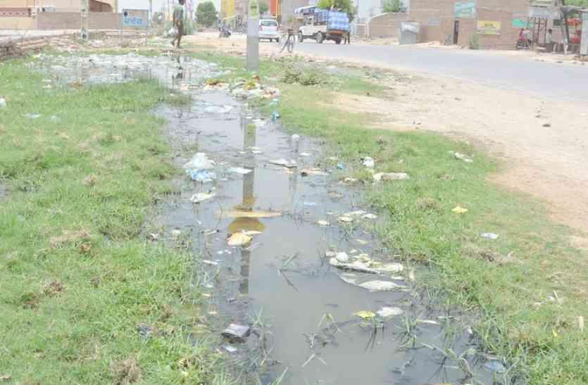 कांग्रेस विधायक ने मंत्री के सामने रखी सड़कों की समस्याएं,  मंत्री ने सुधार का दिया आश्वासन