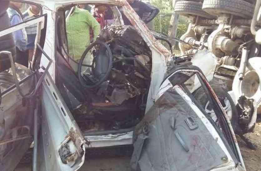 120 की स्पीड में ट्रक से टकराई कार, चार दोस्तों की मौत