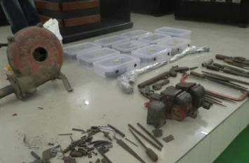नगर निगम चुनाव से पहले एटा में अवैध शस्त्र फैक्टरी का भंडाफोड़