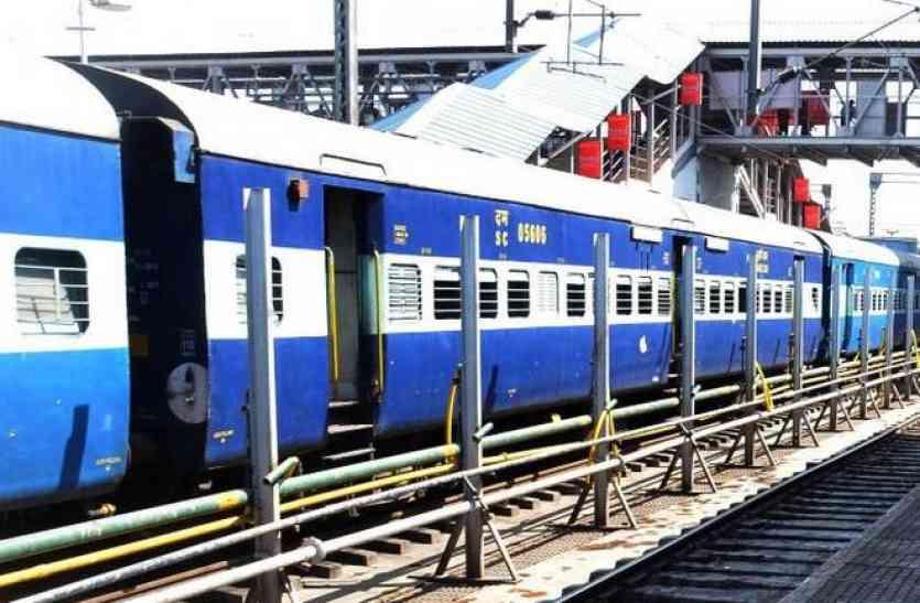 लोअर बर्थ वाले यात्रियों को 1 घंटा कम सोने को मिलेगा, जानिए रेलवे का नया नियम