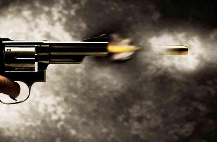 यूपी के जौनपुर में दिनदहाड़े अंधाधुंध फायरिंग, दो सगे भाइयों समेत तीन को मारी गोली