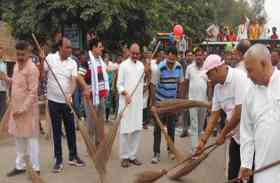 शहर में सफाई बनाए रखने के लिए लोगों उठाई झाडू, शुरु हुआ एक दिन में भरतपुर साफ अभियान