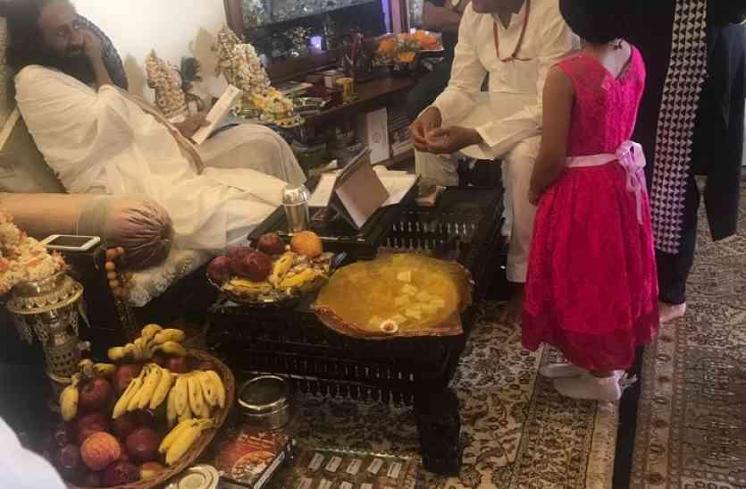 मंत्री बिसेन ने श्रीश्री रविशंकर से भेंट कर मांगा आशीर्वाद