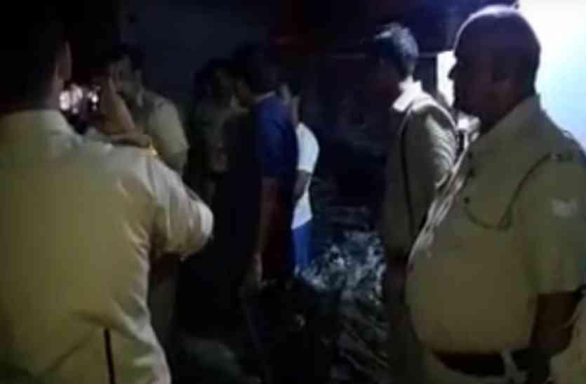 पुलिस की रेड में पकड़ा गया नेपाली जैकेटों का जखीरा!