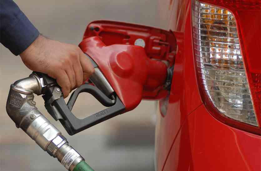डेढ़ माह में पेट्रोल ८ व डीजल ७ रुपए महंगा,तेल के दामों में बेतहाशा वृद्धि