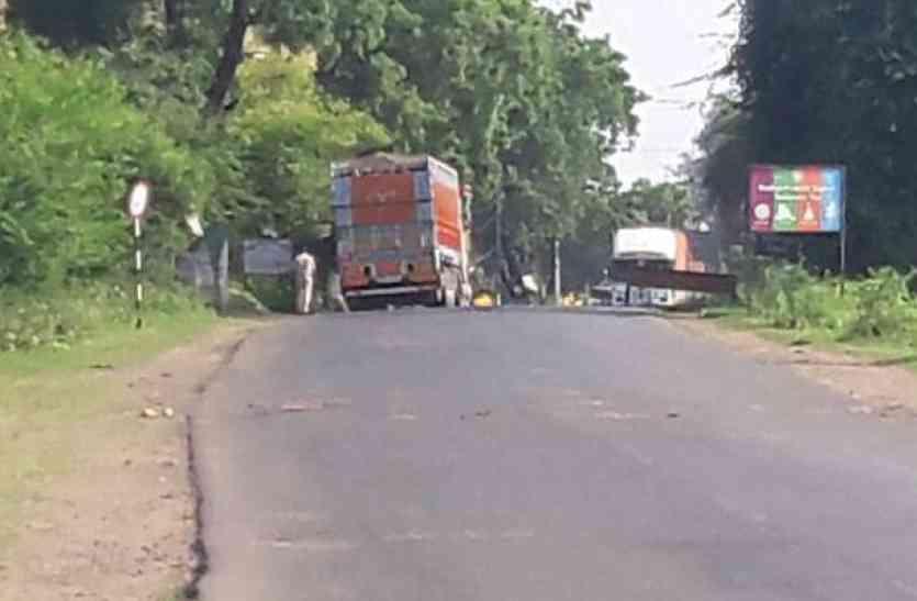 मवेशी के ट्रकों से पुलिस वाले करते है अवैध वसूली