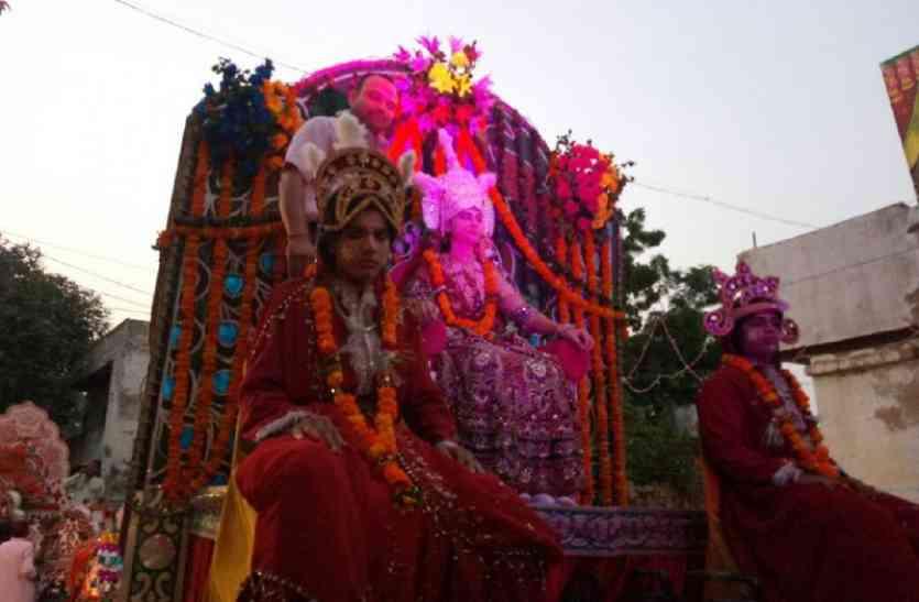 मिथला नगरी में रथ पर सवार होकर निकलीं सीता जी, बारात लेकर आ रहे प्रभु श्रीराम