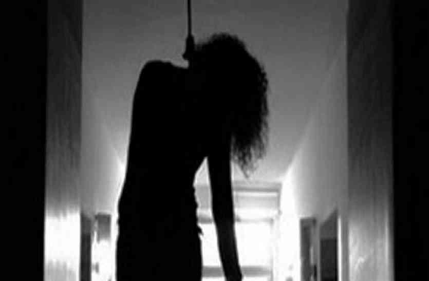 महिला की फांसी लगाकर की गई हत्या, गायब किया शव
