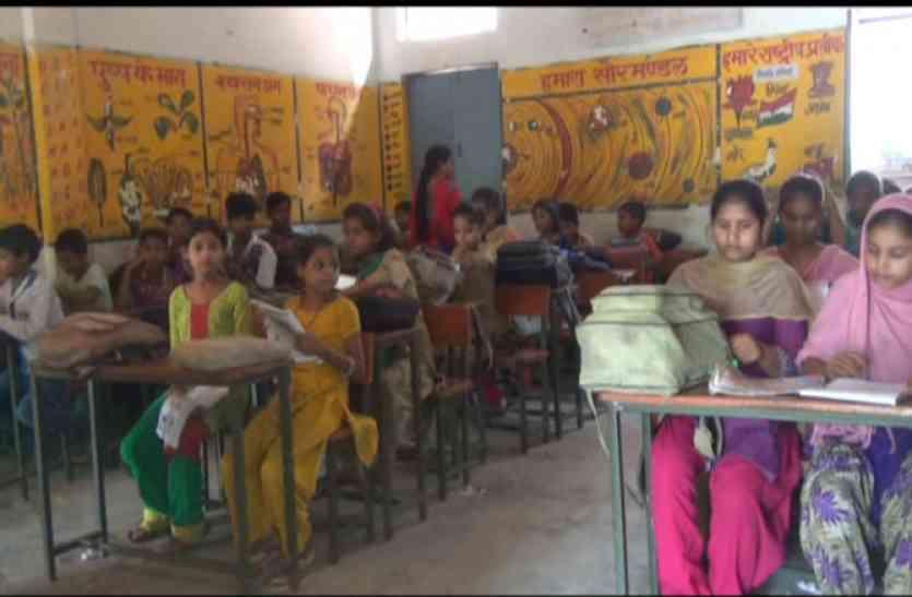 शिक्षा माफिया और अधिकारियों का गठजोड़ सीएम के आदेश की उड़ा रहा धज्जियां
