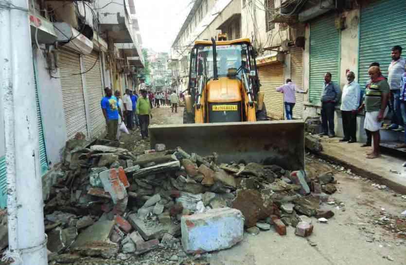 EXCLUSIVE : व्यापारी असमंजस में, प्रशासन मौन और श्रीनाथजी मंदिर मार्ग हो गया चौड़ा : अब व्यापारियों व विधायक ने उठाए सवाल