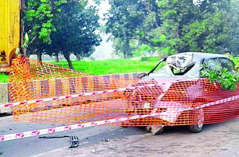 खड़ी डंपर से जा टकराई जेपीएल एजीएम की कार, गंभीर हालत में रायगढ़ रिफर