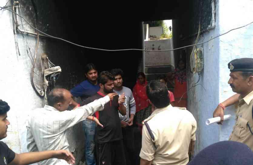 SAF आवास में धधकी आग: दम घुटा तो खुली नींद, खिड़की से महिलाओं बच्चों को निकाला, खुद बालकनी से कूदे