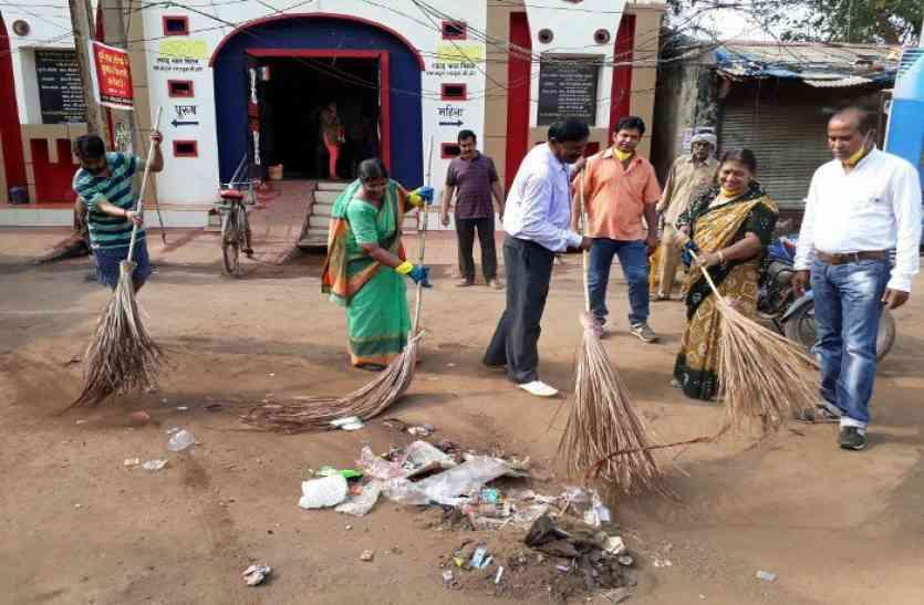 इस शहर की महापौर ने लगाया झाड़ू, कचरा उठाने पहुंचे आयुक्त