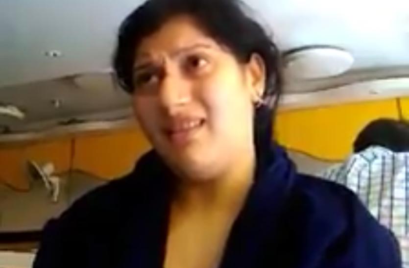 Video अखिलेश सरकार में भर्ती हुई महिला अफसर ने माना घूस देकर पाई थी नौकरी !