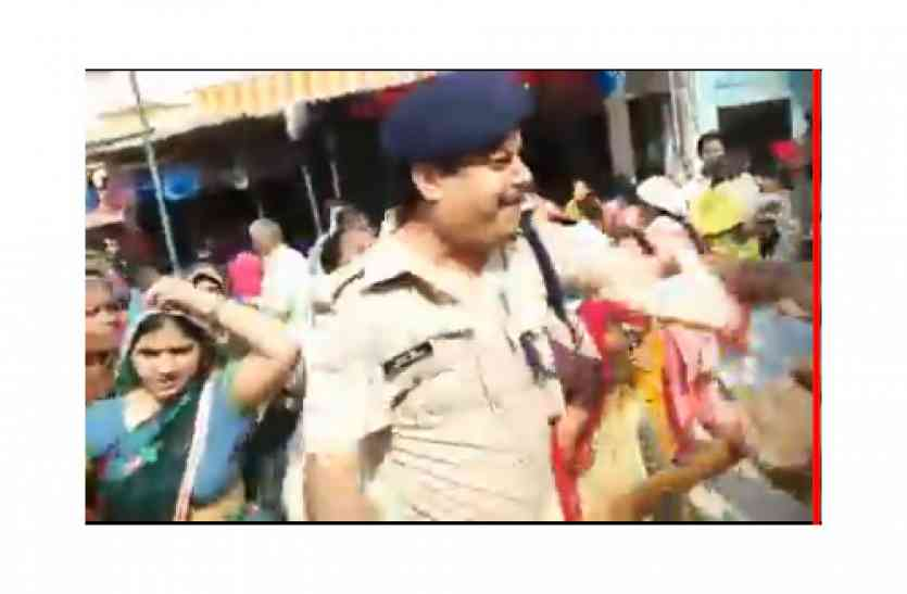 गाजियाबाद में जांच के लिए पहुंचे सीओ के साथ भाजपा कार्यकर्ताओं ने की बदसलूकी, फाड़ी वर्दी