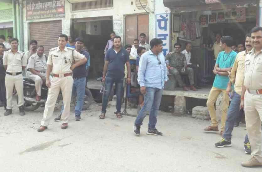 बंदूक लेकर खड़ा था पुलिस ने लायसेंस मांगा तो पकड़ में आया अवैध हथियारों का कारखाना