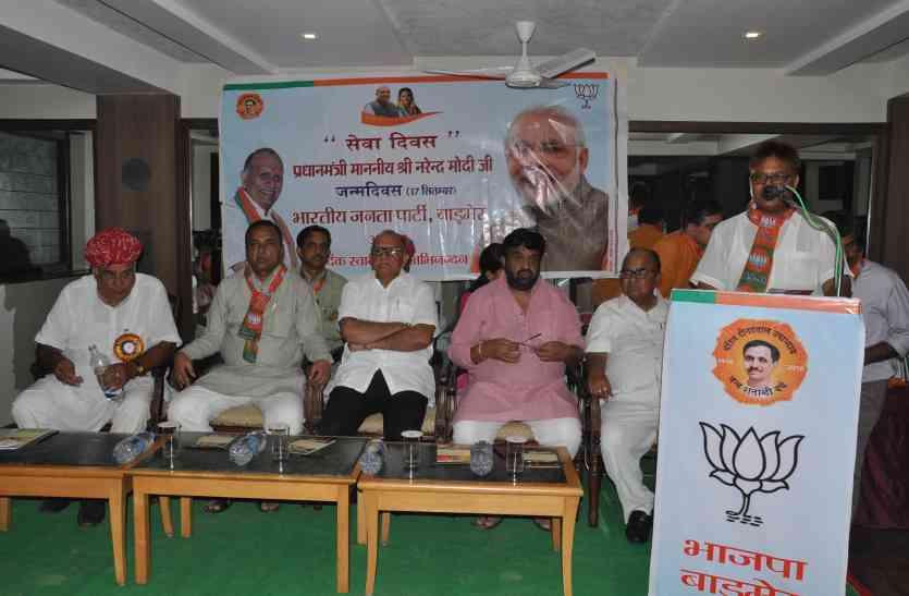 भाजपा प्रदेशाध्यक्ष पहुंचे बाड़मेर, बोले - रूठों को मनाओ, चुनाव को हो जाओ तैयार