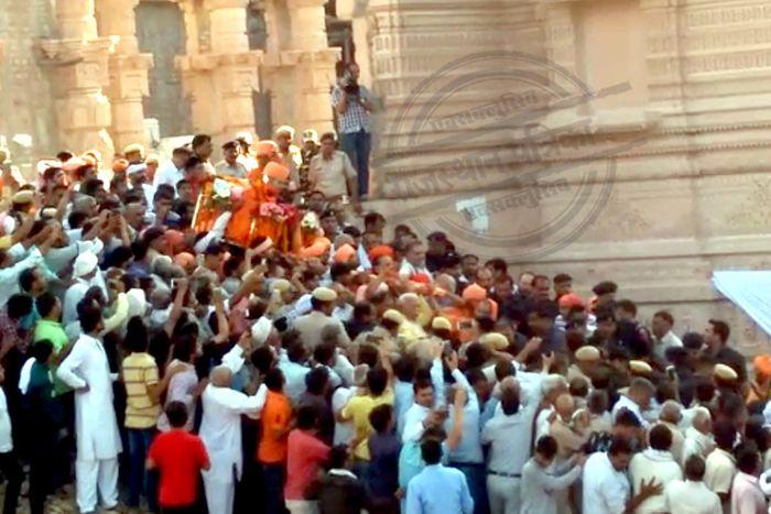 MP Mahanta Chandnath at 5:00 pm the Samadhi at rohtak