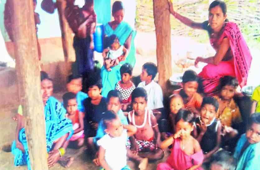 इस गांव में माओवाद के फरमान सुन कांप गई सरकार, बस कागजों में ही हो रहा विकास