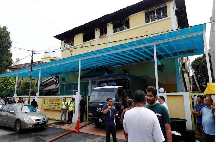 Malaysia : स्कूल में आग लगाने वाले 7 युवक गिरफ्तार, 25 की हुई थी मौत