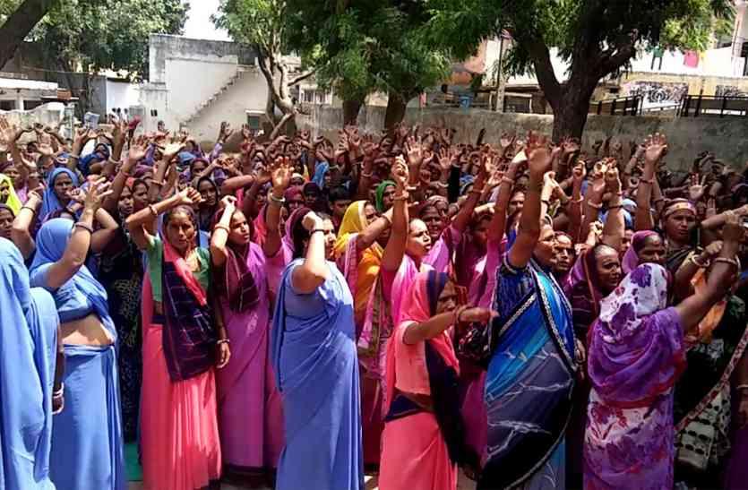आंगनबाड़ी कार्यकर्ताओं की हड़ताल जारी