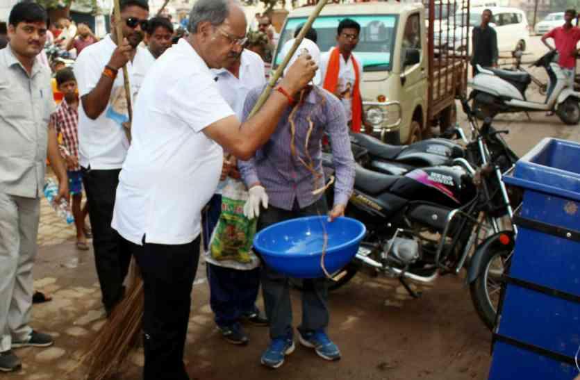 मंत्री बृजमोहन ने की गांधी और शास्त्री से पीएम मोदी की तुलना, कार्यक्रम में ये क्या कह डाला