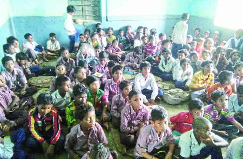 प्राइमरी ,मिडिल स्कूलों के बच्चों की जान खतरे में