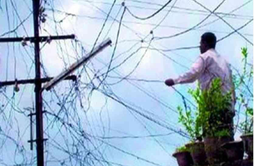बिजली चोरी पकड़ने गई विजिलेंस टीम पर हमला, जान बचाकर भागे कर्मचारी