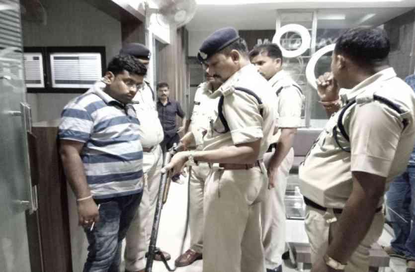 अंबिकापुर में दिनदहाड़े चली गोली, पॉश कॉलोनी में मच गई अफरा-तफरी, प्राइवेट गनमैन गिरफ्तार
