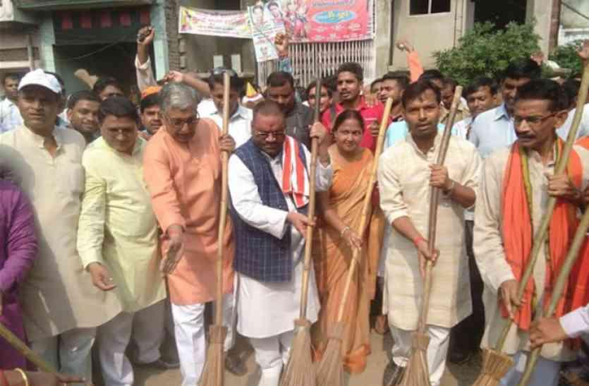 स्वामी प्रसाद मौर्या ने कहा देश के प्रधान सेवक ने सवा करोड़ जनता को माना अपना परिवार