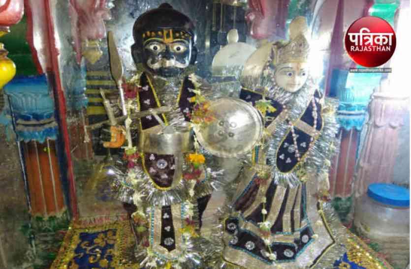 द्वारिकाधीश मंदिर से 900 ग्राम के चांदी के दो मुकुट चोरी