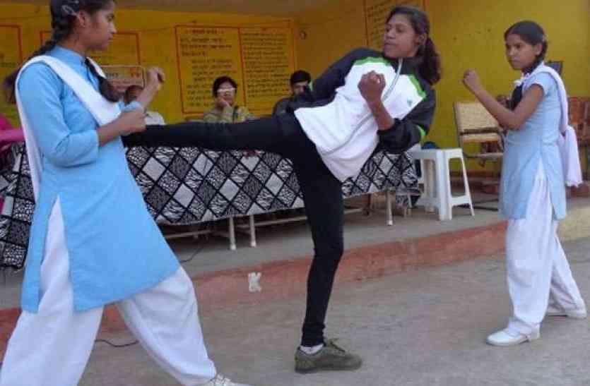 आत्मरक्षा के लिए ट्रेंड की जाएगी इंटर की छात्रायें, जूडो-कराटे व ताइक्वाडों का मिलेगा प्रशिक्षण