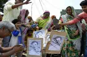 बसपा में आने से पहले ही सपा के पूर्व विधायक का दलितों ने किया विरोध, नारेबाजी