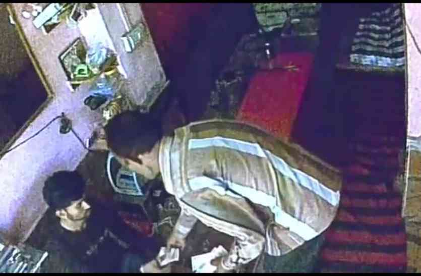 Crime Jaislamer- दिन दहाड़े दुकान से 2.50 लाख कीमत के 80 ग्राम सोना पार कर गए शातिर चोर