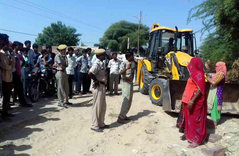 Jaisalmer- महिलाओं ने रुकवाया ग्रेफ की भूमि पर चार दीवारी निर्माण