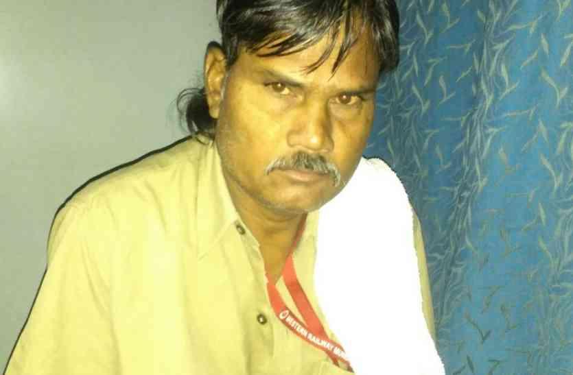 सेना केे जवान एवं रेलवे कर्मचारी को ट्रेनों में चोरी करते हुए पुलिस ने दबोचा